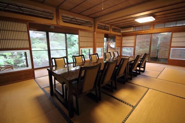 本陣について|滋賀県米原市でニジマスをご堪能されたい方は「日本料理 本陣樋口山」へ。清流の里にて虹鱒を中心とした日本料理を提供しています。